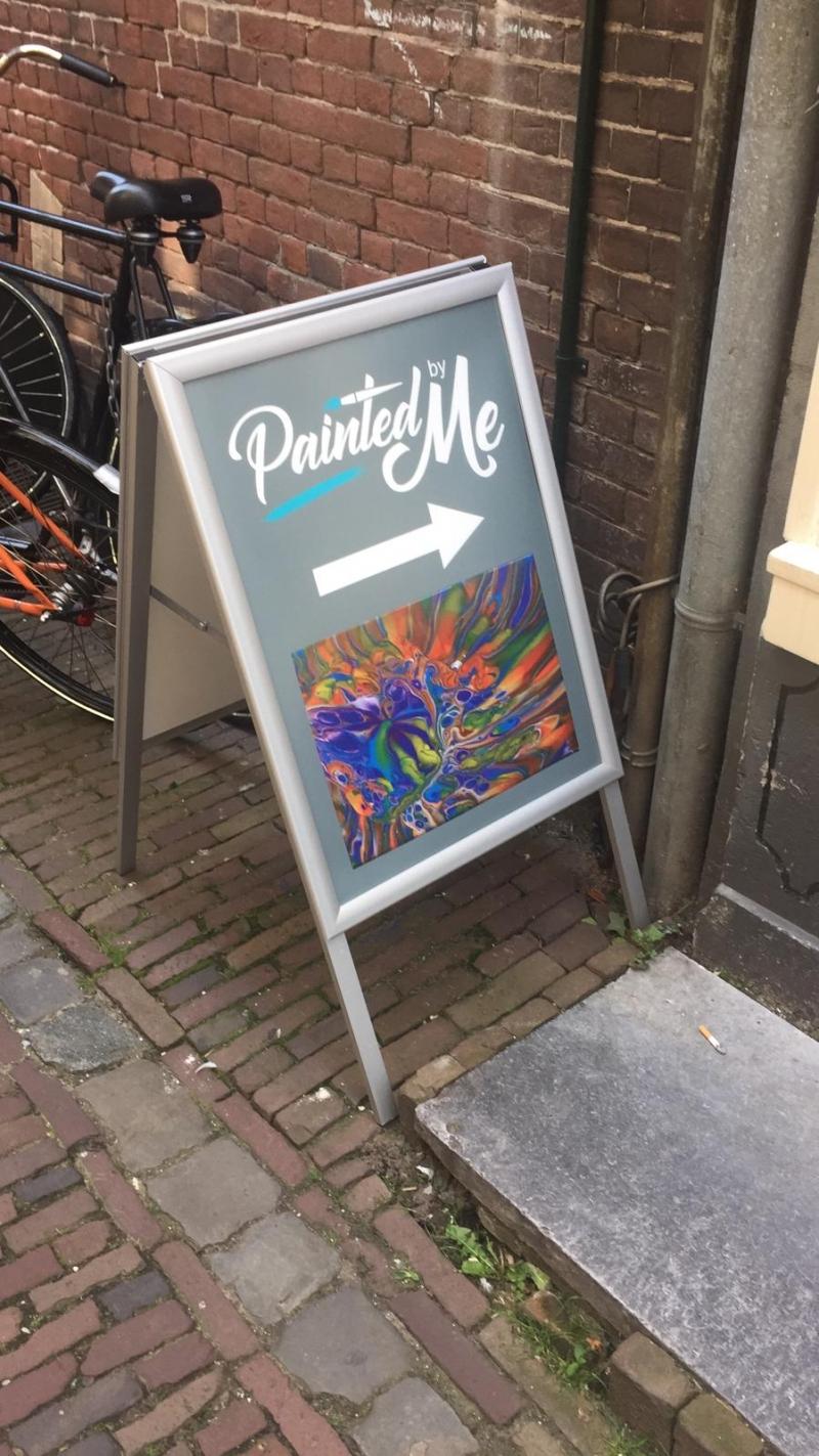 Klapbord met poster voor Painted by Me